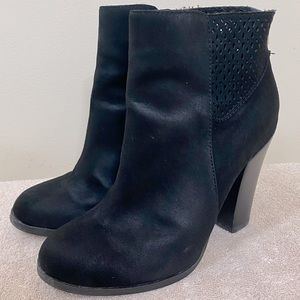 Call it Spring Black Faux Suede Heeled Ankle Boots 6.5